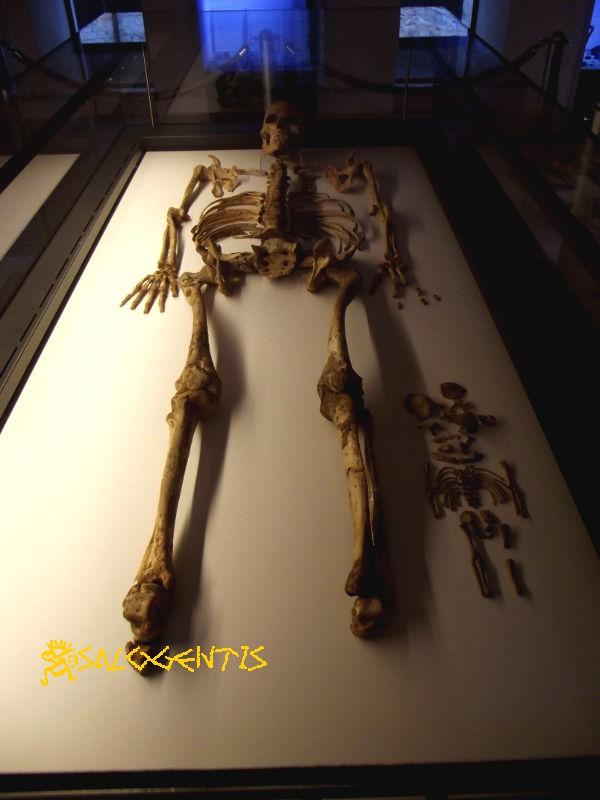 Lo scheletro di Delia e di suo figlio
