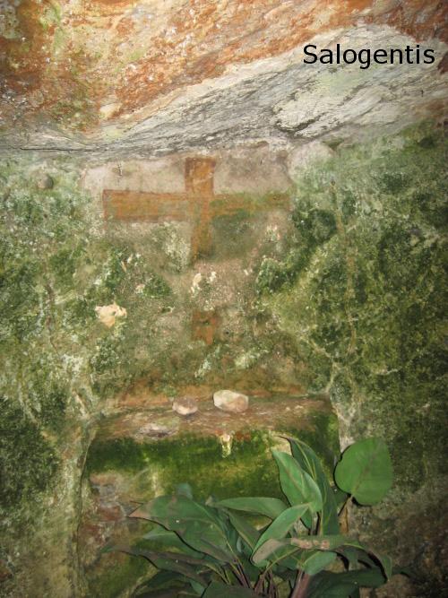 Croce latina nella cripta